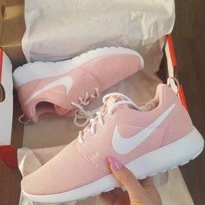 Nike Women's Roshe Ones